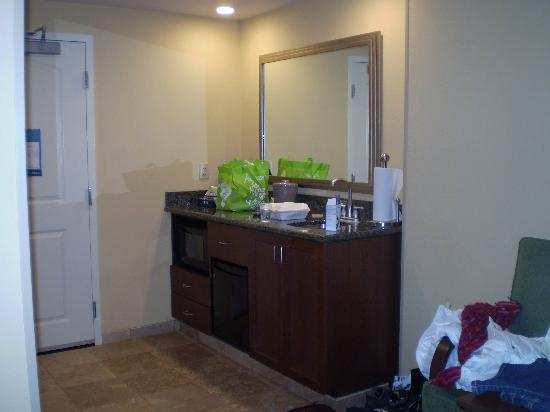 Hampton Inn & Suites Little Rock - Downtown: The entryway bar