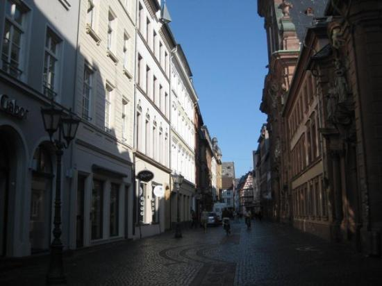 Mainz, Almanya: Old City in the Morning