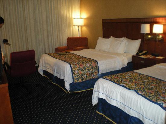 كورت يارد باي ماريوت هارتفورد ويندسور: beds a little soft, but OK for 1 night 