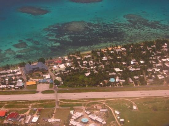 Funafuti, Τουβαλού: Vaiaku, Tuvalu, seen from the plane