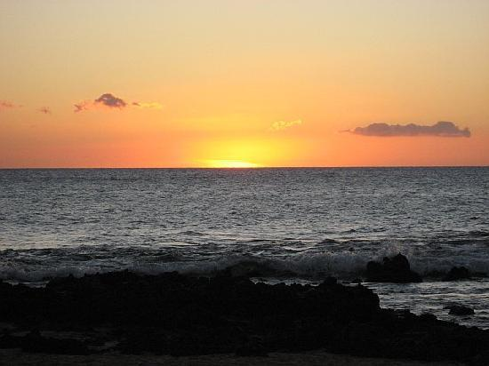 Mana Kai Maui: Beautiful sunsets - view from the lawn of Mana Kai