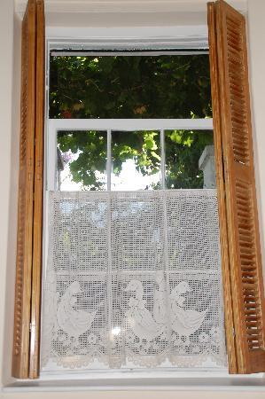 22 Van Wijk Street Guest Rooms: cute window in our room