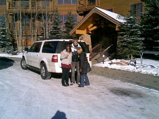 Mountain Thunder Lodge: Outside Lobby on Checkout Day