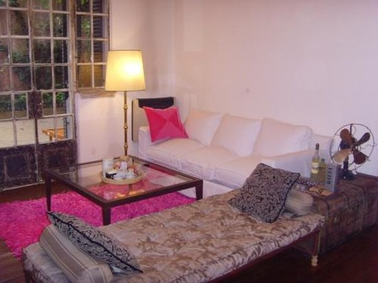 Tesorito Bed & Breakfast: living room