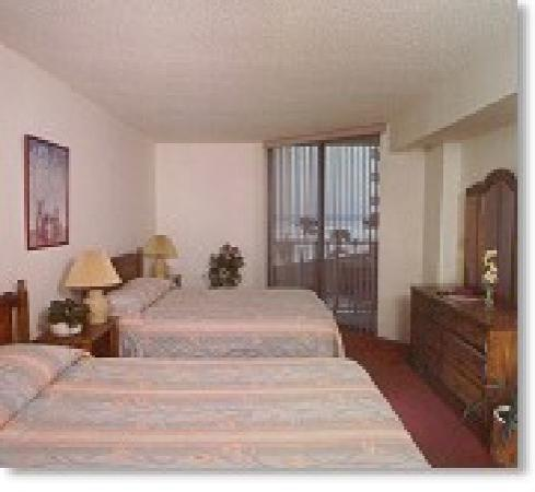 Ocean Trillium Suites: Large Comfy Bedroom