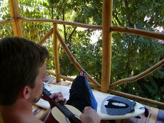 Hotel Raratonga: guitar on the porch