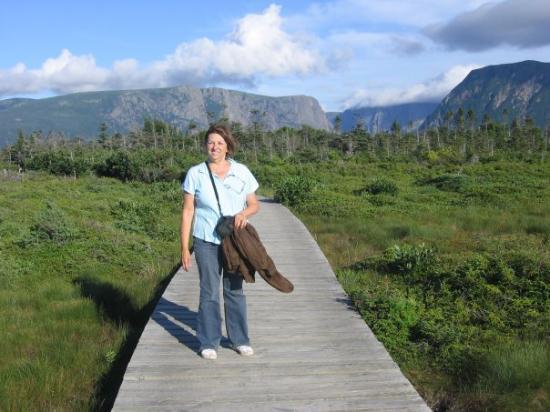 Gros Morne National Park, แคนาดา: Sentier du Fjord 3 km pour se rendre au bateau