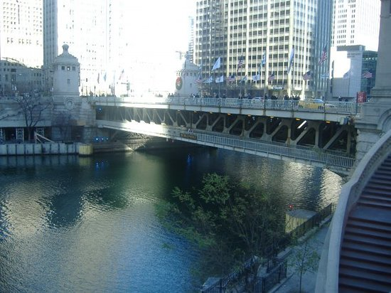 ‪Michigan Avenue Bridge‬