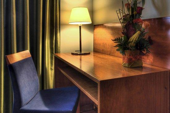 Zenit Diplomatic Hotel: Habitación