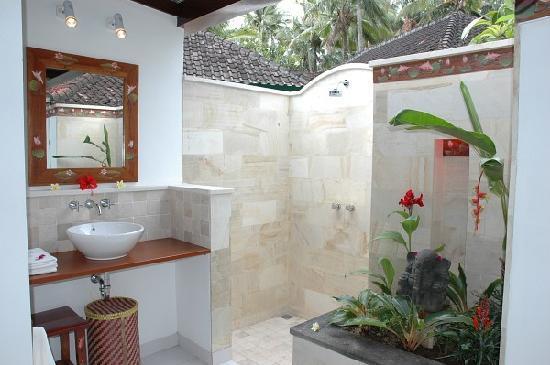Lotus Bungalows: Bathroom