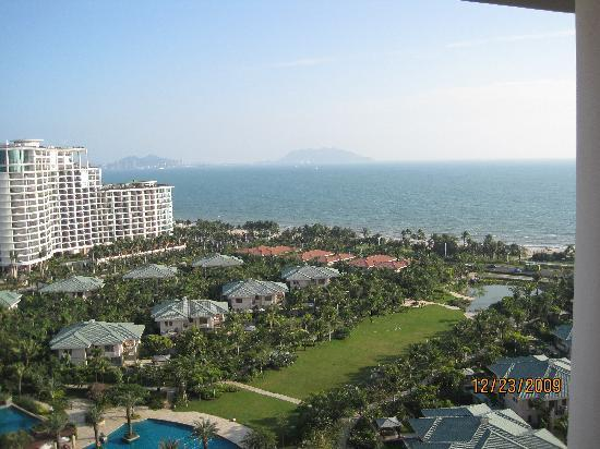 Howard Johnson Resort Sanya Bay: View from our room on 14th floor