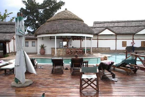 Mweya Safari Lodge: piscina