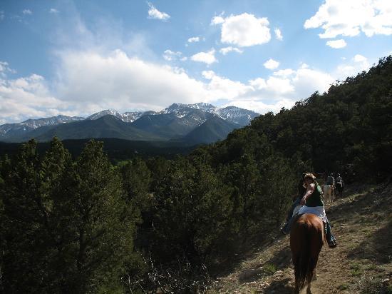 Thunder Lodge : Horseback riding just outside Buena Vista