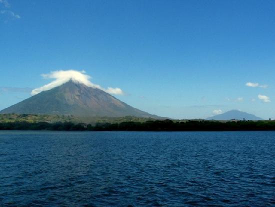 Nikaragua: Approaching Isla De Ometepe