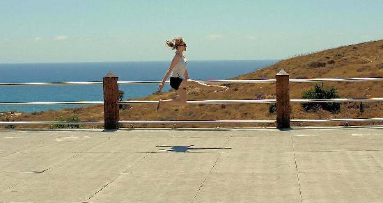 คูเรียน: My daugher practicing her Irish dance at the amphitheatre