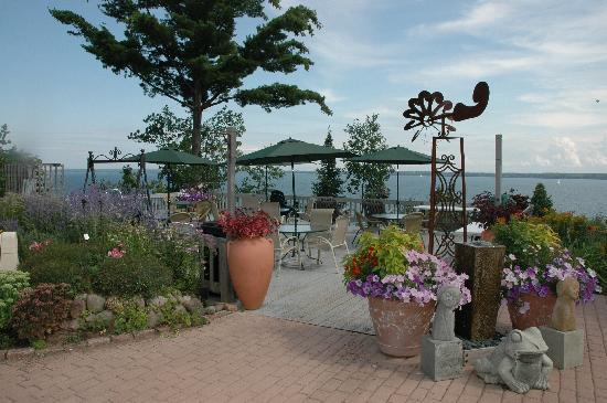 Winfield Inn: Lakeside Deck
