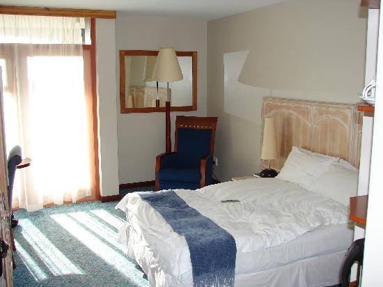 Protea Hotel Walvis Bay Pelican Bay: Chambre ...petite !!