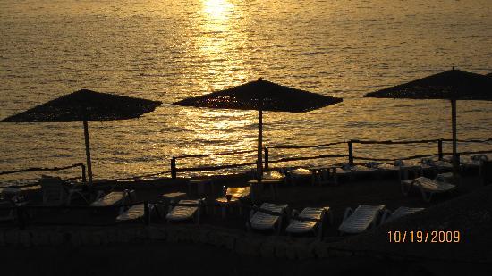 Cleopatra Tsokkos Hotel : Beautiful view at sunrise on the Red Sea