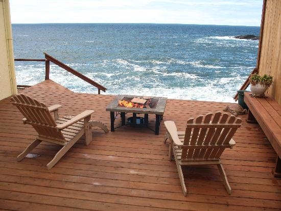 An Ocean Paradise Whales Rendezvous B&B: Sea Rose Suite's Own Private Deck