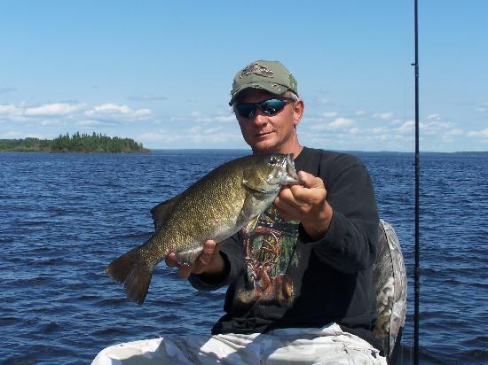 Pakwash Lake Camp : Pakwash Smallmouth Bass Fishing at it's Best