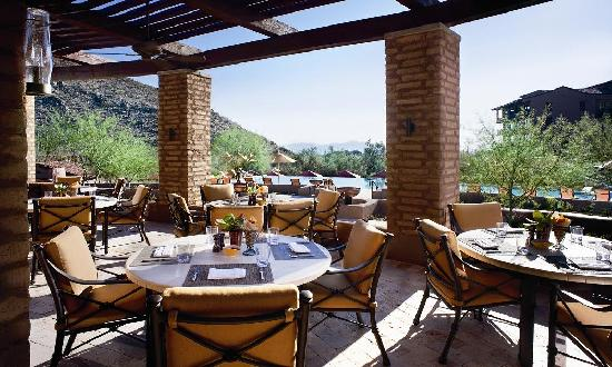The Ritz-Carlton, Dove Mountain: Poolside Dining at Turquesa