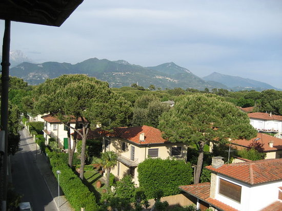 other view from our hotel room to the mountains- forte de marmi