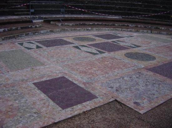Amphithéâtre des trois Gaules : Marble floor of Roman theater