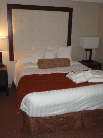 أفا ويسلر هوتل: Bedroom area of Junior Suite