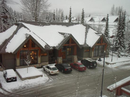 Aava Whistler Hotel: View of White Spot across the road
