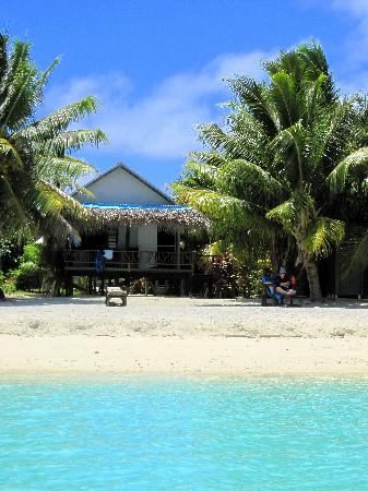 Inano Beach Bungalows: Our beachfront bungalow