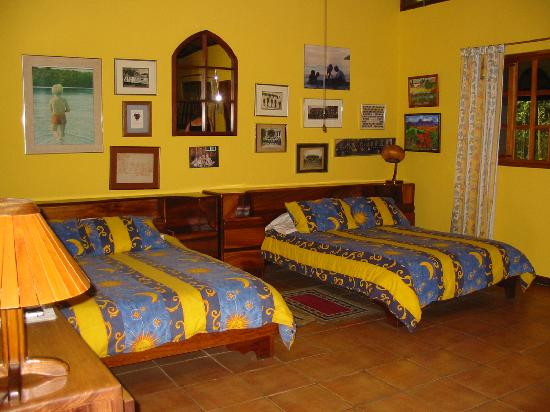 Posada Mimosa: Two large beds, great for couples...
