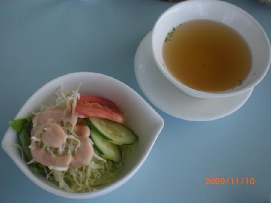 Seaside Cafe : チャーハンのスープとサラダ