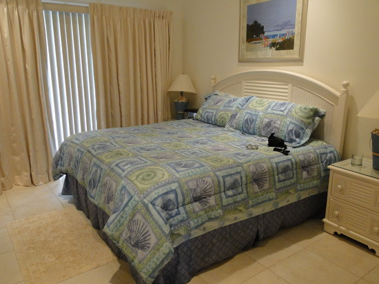 The Anchorage Condominiums: Very comfy master bed