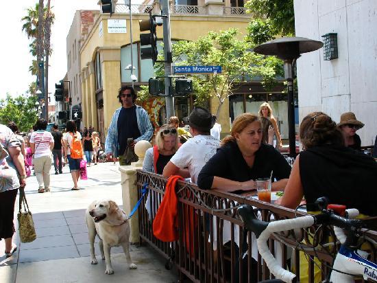 Third Street Promenade: Outdoor dining