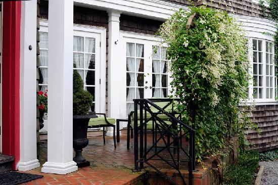 Three Forty Gate Bed and Breakfast: Outside patio area