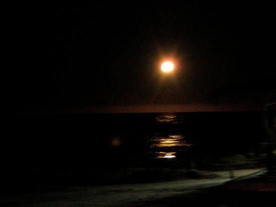 Hosteria La Perla: luna llena en el cabo