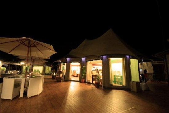 4 Rivers Floating Lodge: Restaurant
