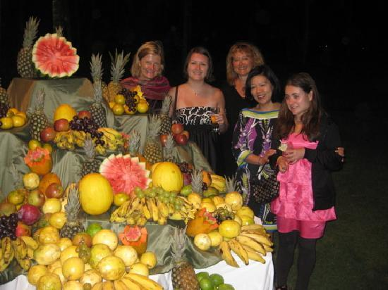 Club Med Itaparica : Outdoor Banquet Food Display