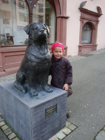Monumento al Rottweiler y mi pequeña Sarah.