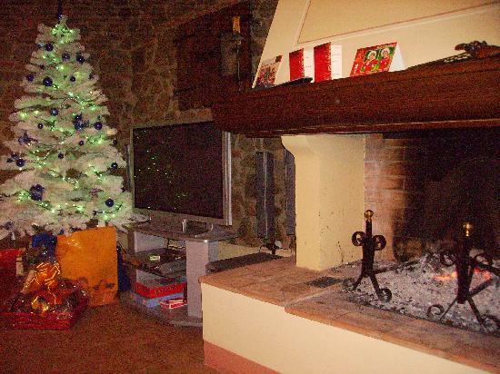 Sala da pranzo con camino picture of la casa medioevale for Sala con camino