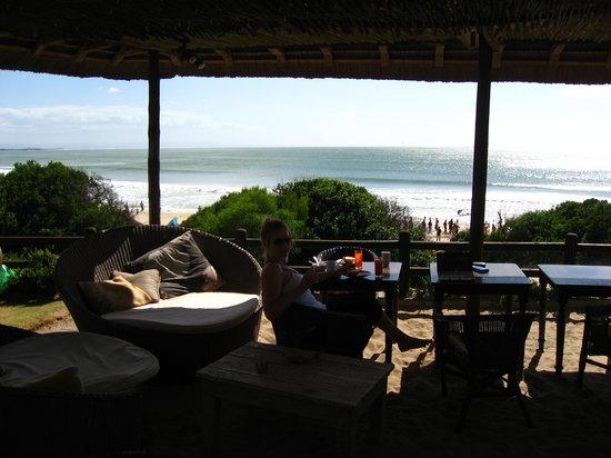 Samaki Beach Lodge & Spa : Breakfast in front of the beach.