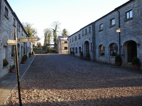 Kingscourt, Irlandia: Cabra Castle Courtyard