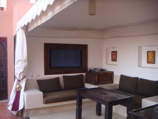 Riad Calista: Le salon TV sur la terrasse