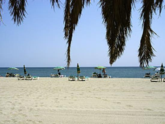 Le Barcares, Frankrijk: The white sand beach is close to the site