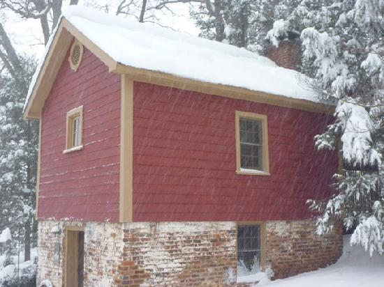 The Inn at the Crossroads: kitchen cottage in snow