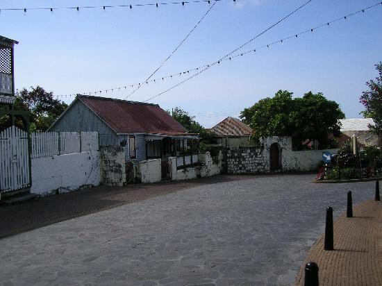 Kings Well Resort: Downtown Statia
