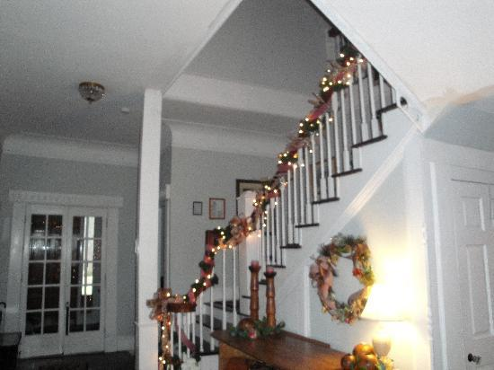 Six Acres Bed & Breakfast : The beautiul stairway