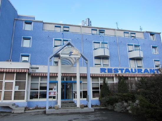 Inter Hotel du Faucigny : 昼はこんな感じの外装