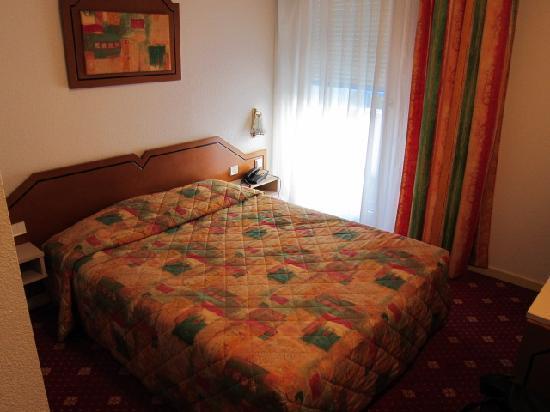 Faucigny Hotel: 部屋はダブルベッドでしかも広い