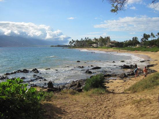 Kihei Garden Estates: Our trail to the beach